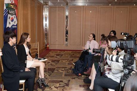 Hau WebTVAsia Awards, Chi Pu duoc truyen thong chau A 'vay kin' - Anh 4