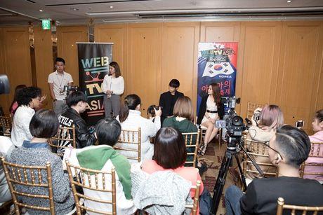 Hau WebTVAsia Awards, Chi Pu duoc truyen thong chau A 'vay kin' - Anh 5