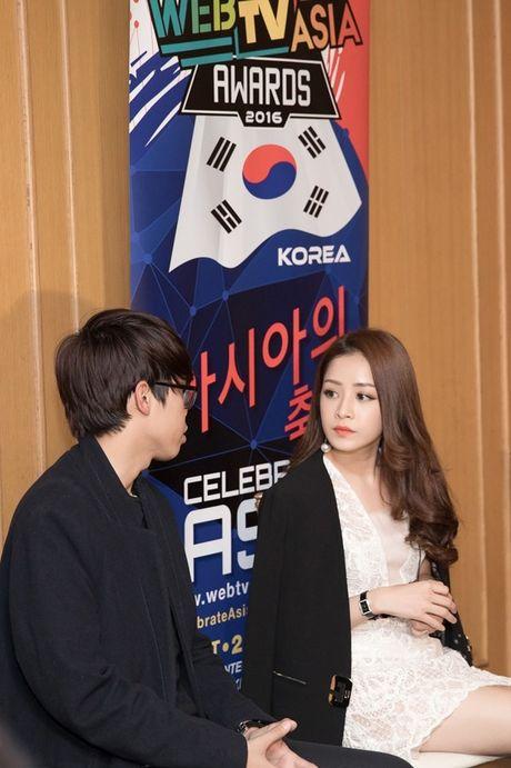 Hau WebTVAsia Awards, Chi Pu duoc truyen thong chau A 'vay kin' - Anh 8