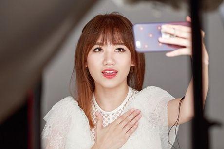 Hari Won lan dau hat live 'Yeu khong hoi han', tiet lo se som tung hit moi - Anh 2