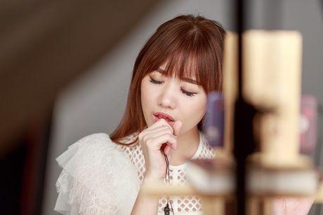 Hari Won lan dau hat live 'Yeu khong hoi han', tiet lo se som tung hit moi - Anh 4