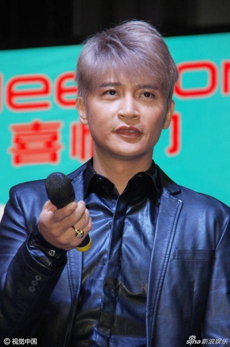 MC Phan Anh bi ke xau tim cach chiem quyen su dung facebook, Thieu Bao Trang gay nhuc mat vi vay sieu ngan - Anh 11