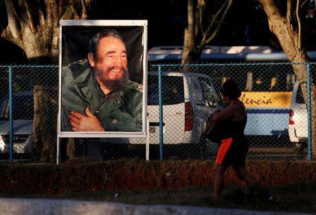 Dan Cuba de chung Trump sau khi lanh tu Fidel Castro qua doi - Anh 1