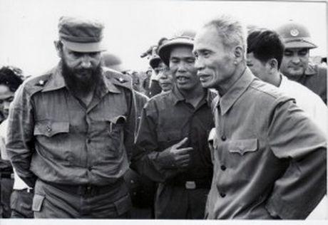 Fidel - nguoi dung tren tuyen dau trong tinh doan ket quoc te voi Viet Nam - Anh 1