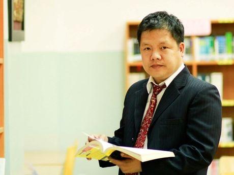 """Hieu truong dai hoc tre nhat Viet Nam chinh thuc roi """"ghe nong"""" - Anh 1"""