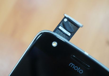 Can canh mau smartphone Moto Z Play kem phu kien mo rong - Anh 10