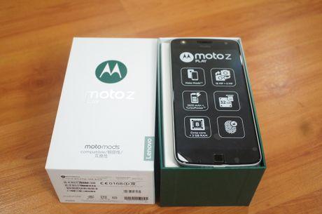 Can canh mau smartphone Moto Z Play kem phu kien mo rong - Anh 1