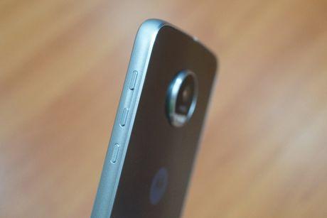 Can canh mau smartphone Moto Z Play kem phu kien mo rong - Anh 3