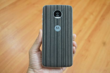 Can canh mau smartphone Moto Z Play kem phu kien mo rong - Anh 7