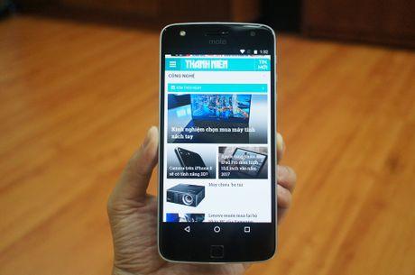 Can canh mau smartphone Moto Z Play kem phu kien mo rong - Anh 8