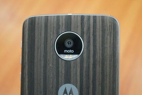 Can canh mau smartphone Moto Z Play kem phu kien mo rong - Anh 9