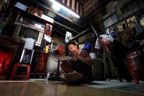 Nguoi Sai Gon song lan lon trong 20.000 can nha 'xom nuoc den' - Anh 9