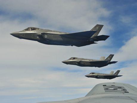 Israel mua them 17 may bay tang hinh F-35 - Anh 1
