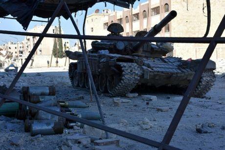 Quan doi Syria tai chiem 6 quan o Aleppo, 10.000 dan thuong thao chay - Anh 1