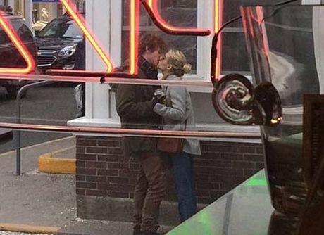Emma Roberts lo nhan dinh hon voi nam dien vien Evan Peters - Anh 1