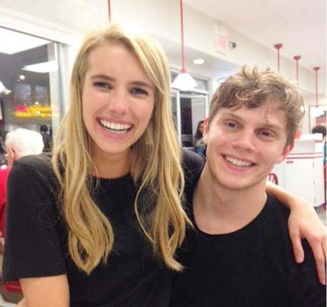 Emma Roberts lo nhan dinh hon voi nam dien vien Evan Peters - Anh 2