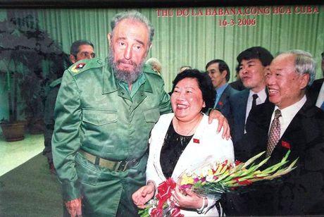 Ba Nguyen Thi Hoai Thu: 'Toi de tang cho Fidel' - Anh 1