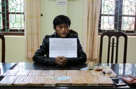 Lai Chau bat doi tuong mua ban 17 banh heroin - Anh 1