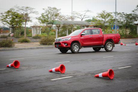 Trai nghiem kha nang off-road Toyota Hilux 2016 moi ban - Anh 10