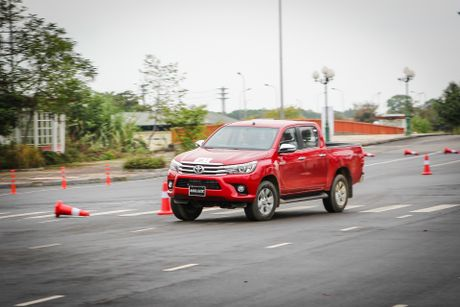 Trai nghiem kha nang off-road Toyota Hilux 2016 moi ban - Anh 11