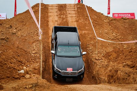 Trai nghiem kha nang off-road Toyota Hilux 2016 moi ban - Anh 4