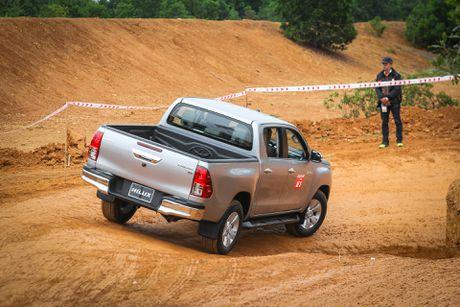 Trai nghiem kha nang off-road Toyota Hilux 2016 moi ban - Anh 5