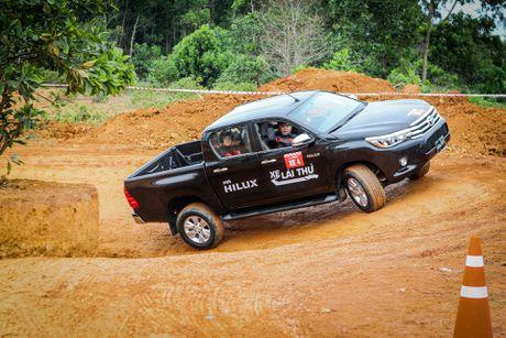Trai nghiem kha nang off-road Toyota Hilux 2016 moi ban - Anh 6