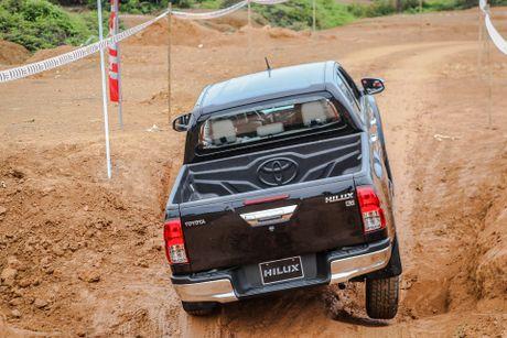 Trai nghiem kha nang off-road Toyota Hilux 2016 moi ban - Anh 7
