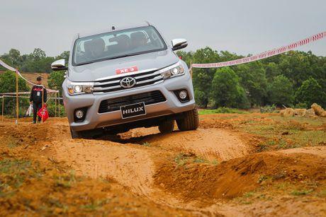 Trai nghiem kha nang off-road Toyota Hilux 2016 moi ban - Anh 8