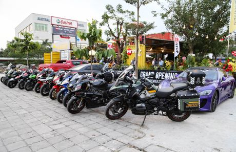 Hang chuc moto va sieu xe tap trung o Sai Gon - Anh 1