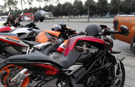 Hang chuc moto va sieu xe tap trung o Sai Gon - Anh 4