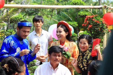 Nhan Phuc Vinh ngan can Cao Thai Ha lay chong trong phim - Anh 2