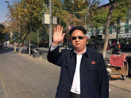 'Ban sao' Kim Jong Un buon vi phu nu e so - Anh 1