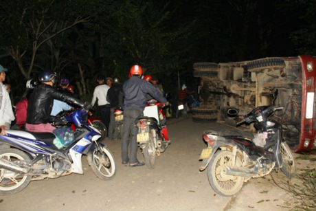 Tin moi vu xe tai dut phanh, 5 nguoi thuong vong o Quang Nam - Anh 1