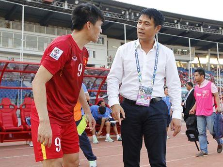 HLV Huu Thang dau dau vi trung ve, HLV Kiatisuk huong toi top 10 chau A - Anh 1