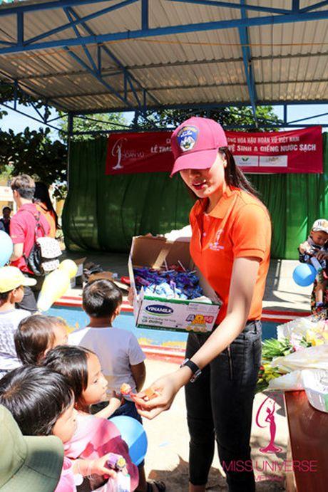 Pham Huong - Lan Khue trao tang nha tinh thuong cho ho ngheo Lam Dong - Anh 4