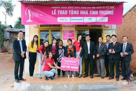 Pham Huong - Lan Khue trao tang nha tinh thuong cho ho ngheo Lam Dong - Anh 7