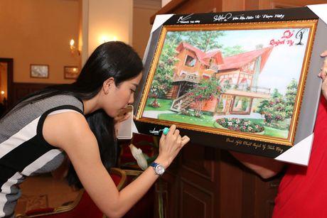 Pham Huong - Lan Khue trao tang nha tinh thuong cho ho ngheo Lam Dong - Anh 9