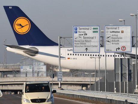 Phi cong Lufthansa noi lai dinh cong, hang nghin chuyen bay bi huy - Anh 1