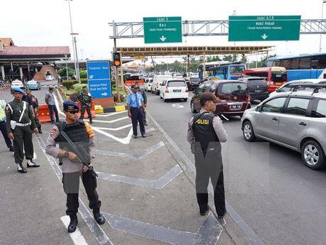 Indonesia: 22.000 nhan vien an ninh giam sat bieu tinh quy mo lon - Anh 1