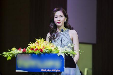HH Dang Thu Thao dep xuat sac ben 'xe' xin - Anh 6