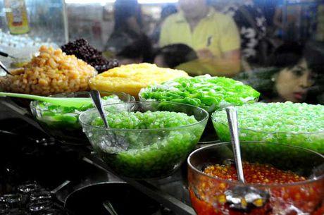 Dao quanh cho Ben Thanh thuong thuc du loai thuc an vat hap dan - Anh 12