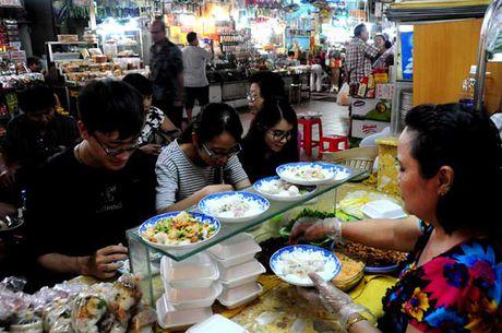 Dao quanh cho Ben Thanh thuong thuc du loai thuc an vat hap dan - Anh 14