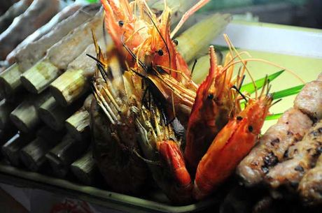 Dao quanh cho Ben Thanh thuong thuc du loai thuc an vat hap dan - Anh 5