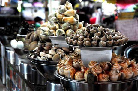 Dao quanh cho Ben Thanh thuong thuc du loai thuc an vat hap dan - Anh 7