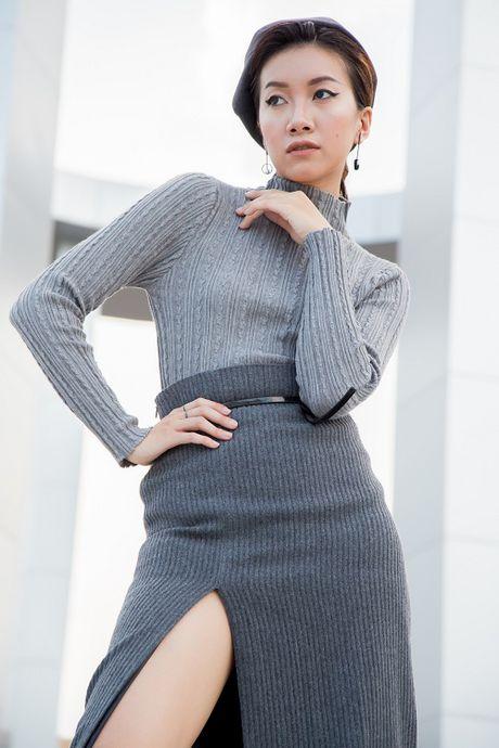 Chan dai Phan Linh xuong pho khoe dang nuot, eo thon - Anh 13