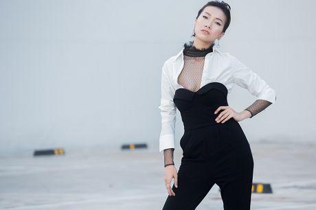 Chan dai Phan Linh xuong pho khoe dang nuot, eo thon - Anh 7