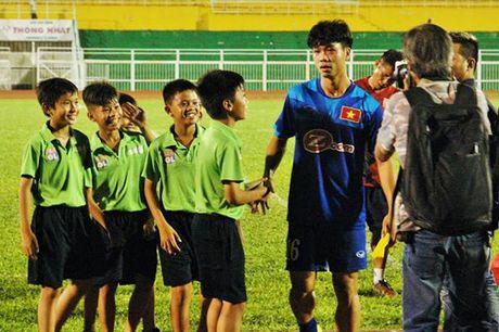 Cong Phuong, Hoang Thinh bi dau truoc vong ban ket AFF Cup 2016 - Anh 1