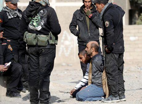 Chien su Mosul giua vung do thi qua anh - Anh 4