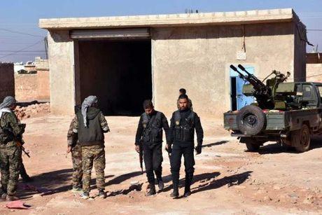 Quan doi Syria danh chiem lang cua phien quan than TNK - Anh 1